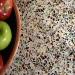 terrazzo-keukenblad-tafel-closeup-glas-voorbeeld-natuursteenstunter